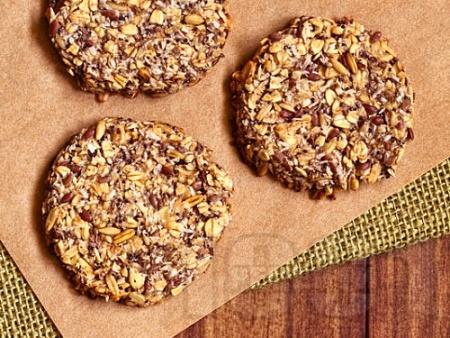 Протеинови бисквити с овесени ядки без захар, с извара, чиа, мед и канела - снимка на рецептата